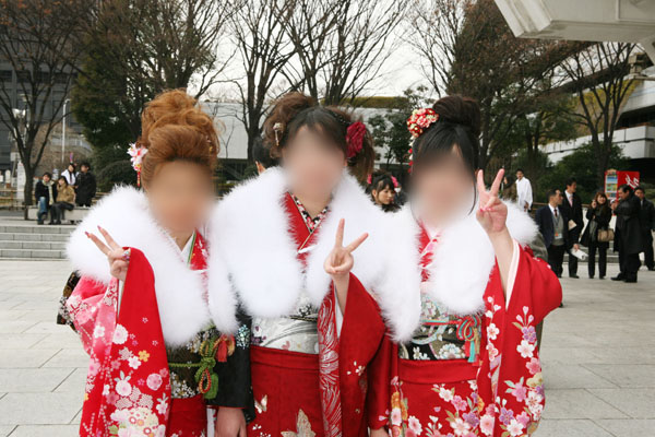 No.011めぐみと美女2名 振袖スナップ写真1