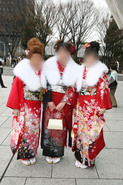 No.011めぐみと美女2名 振袖スナップ写真2