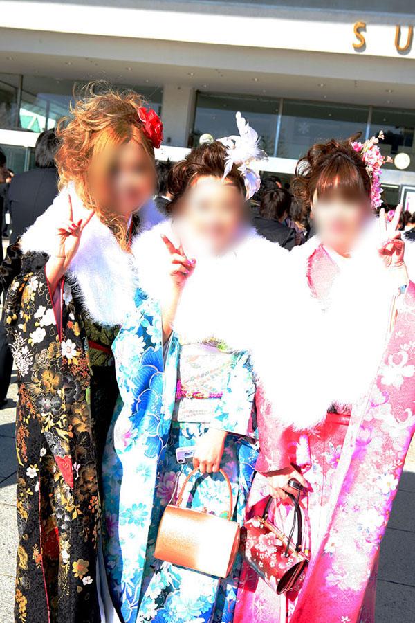 No.047マリアン・あや・みぃ 振袖スナップ写真1