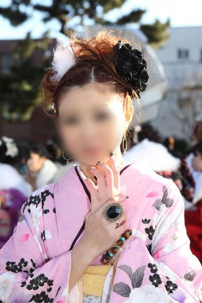 No.083ひとみ 振袖スナップ写真1