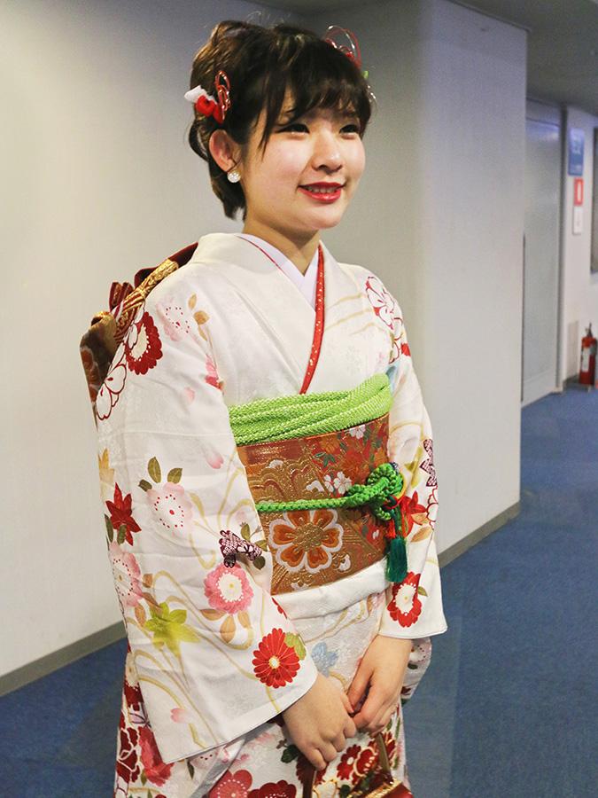 No.692 ユリナ 振袖スナップ写真1