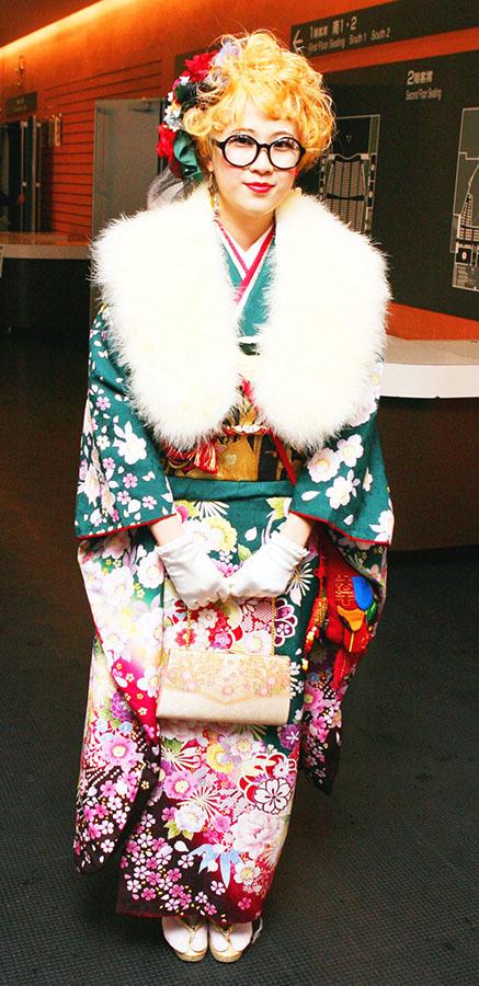 No.321りつこ 振袖スナップ写真2
