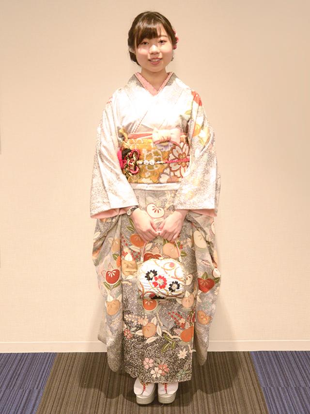 No.718まき 振袖スナップ写真2